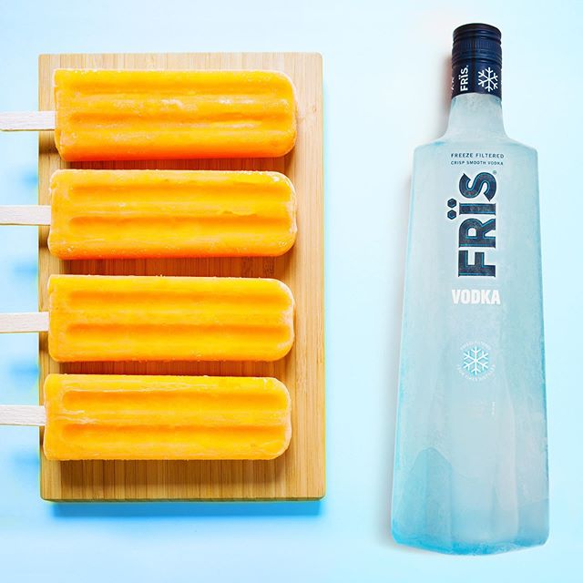 Living the dream(cicle) 👌 . Orange Frïs-icle 1 part Frïs  1 part orange juice  3 parts vanilla ice cream 2 parts crushed ice . Combine all ingredients in blender and blend on high until smooth. Pour into popsicle mold and cover top of mold with foil. Insert popsicle sticks into foil and place mold in freezer. Freeze for 3 hours.