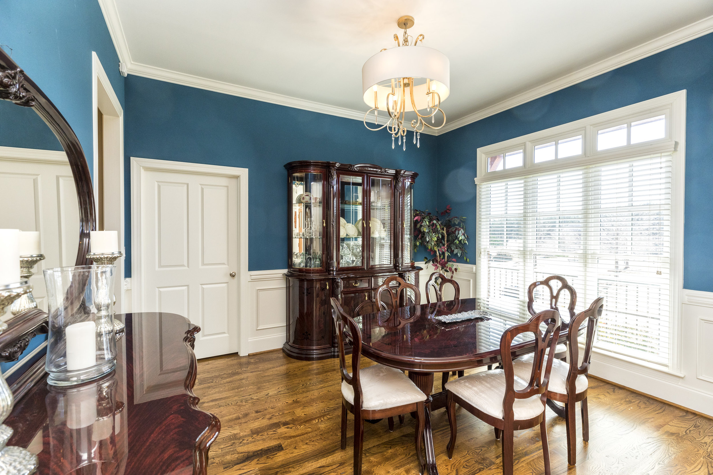 1009 dining room looking in.jpg