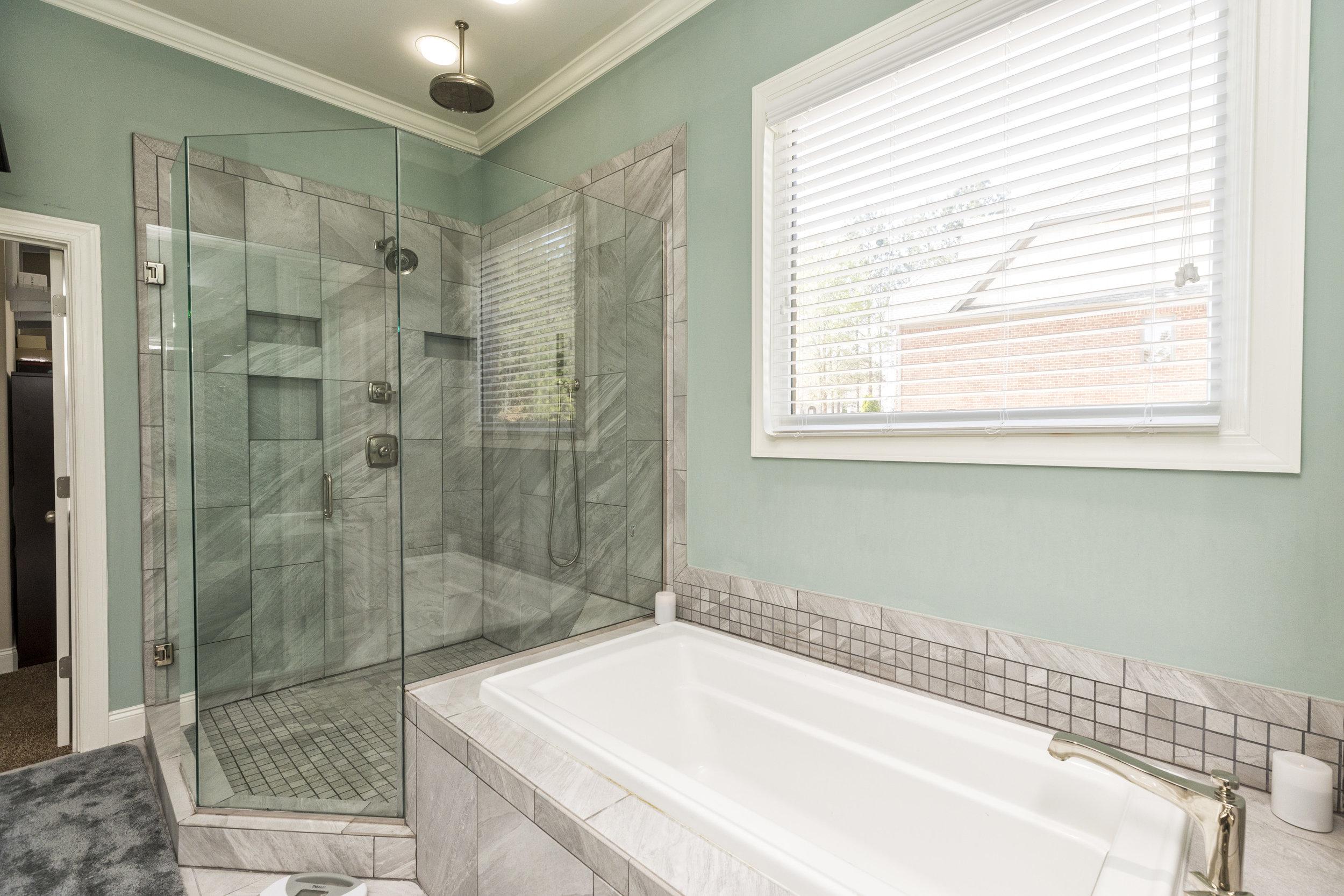 1009 master bath shower and tub.jpg