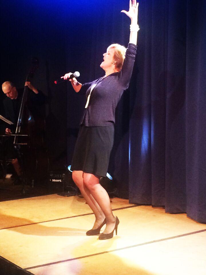Karen Mason performing close up 2.jpg