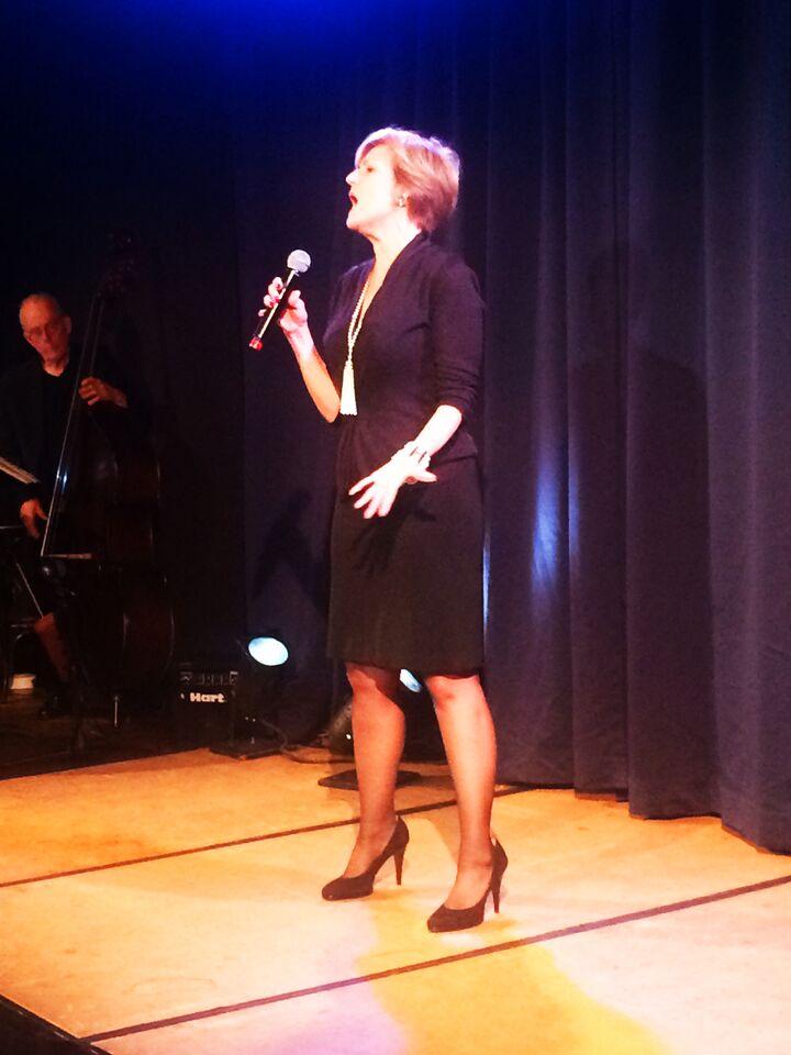 Karen Mason performing close up 1.jpg