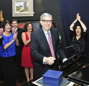 Encompass_20111120_Hamlisch-at-piano.jpg