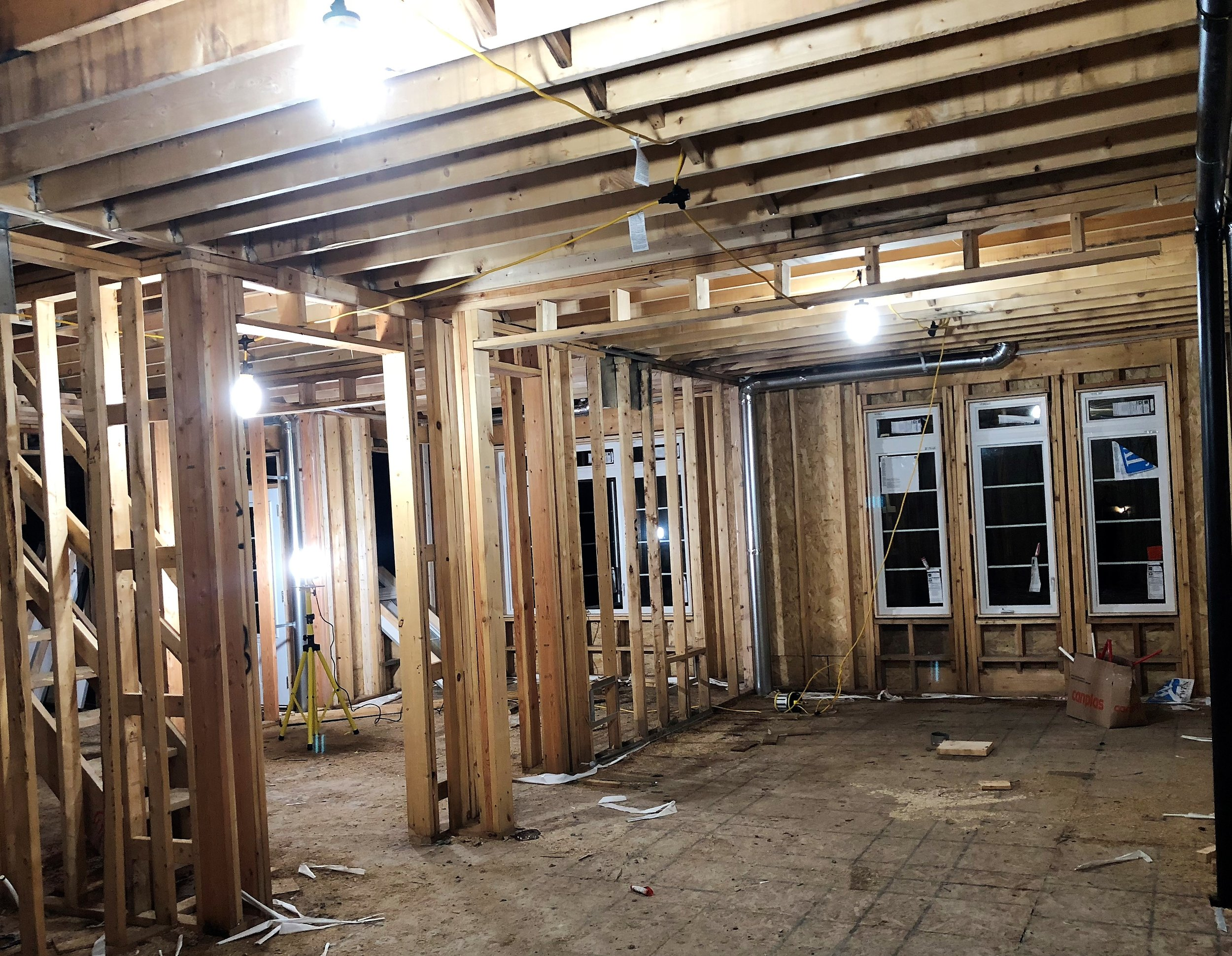 The Beacon360 Spark on a jobsite. Note the use of the triple-outlet daisy-chain to connect all the lights in different rooms together on one circuit.