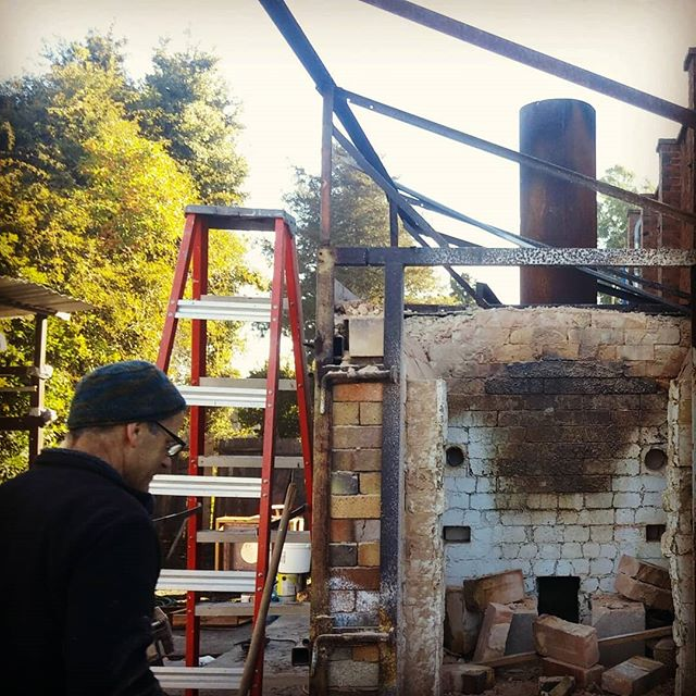 Taking down the kilns. #santacruzpottery
