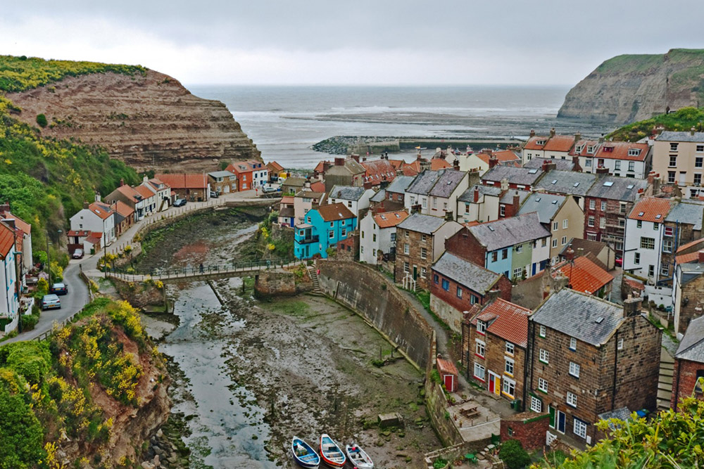Staithes Sea Front.jpg