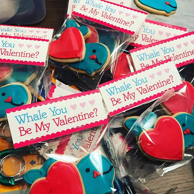 Spreading LOVE through cookies and cake pops! #cakenantucket