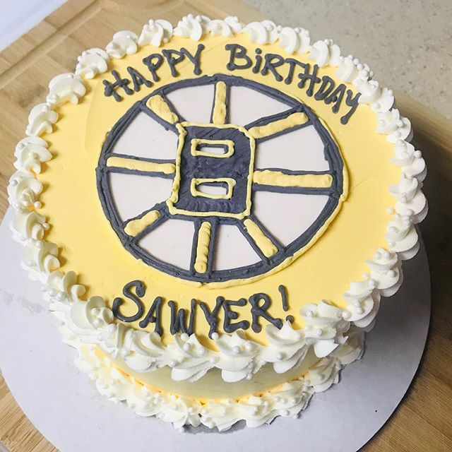 Boston Bruins Cake 🏒🎂! Inside: 3 layers of vanilla cake with 1 layer of vanilla ICE CREAM 🍦 and 1 layer of chocolate ICE CREAM 🍫🍦!! Thanks @fab_fun_fitgirl for ordering! #cakenantucket #bostonbruins #icecreamcake