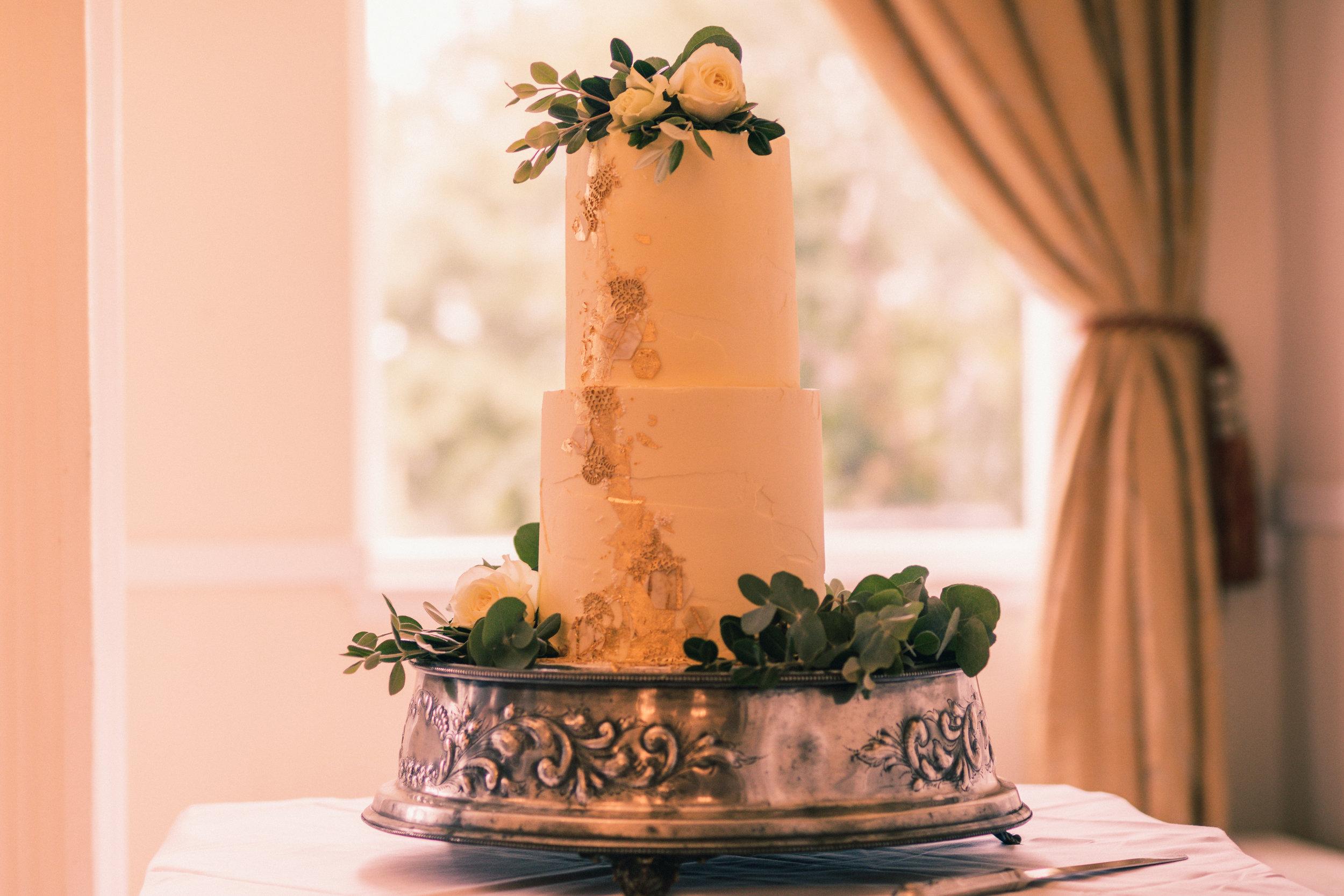 Details (cake) at Gregg & Yvonne wedding August 2018 3X2 Copyright 2018 @cursetheseeyes.jpg