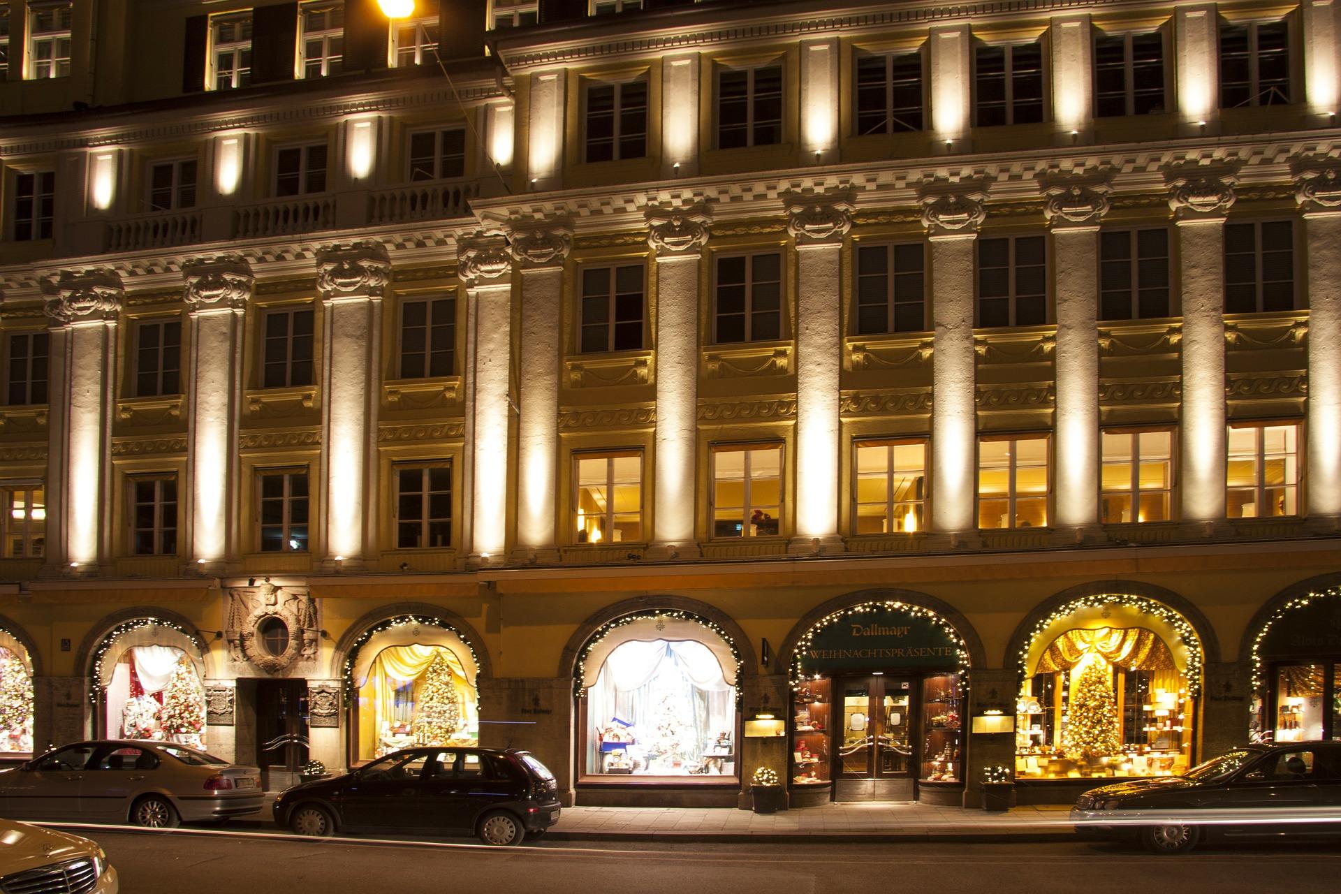 department-store-68858_1920.jpg