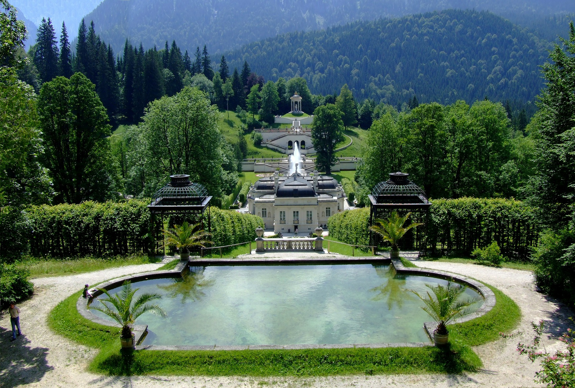 landscape linderhof-palace-266039_1920 (2).jpg