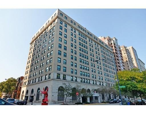 2100 N Lincoln Park West #6-7BS