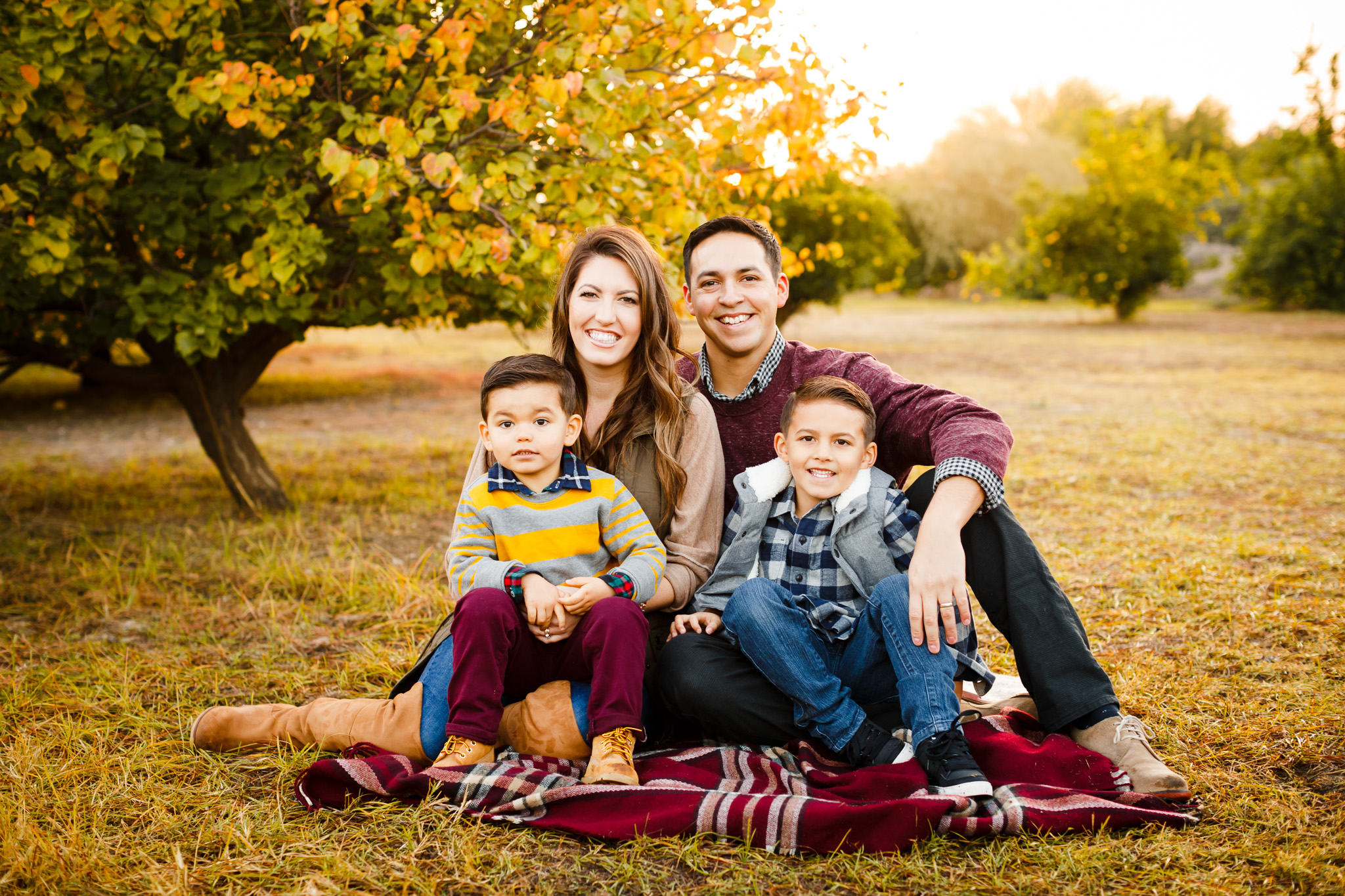 Abridged Session $300 - 15-20 minutes / location and time determined by Julie / always back-to-back with another family / sessions move quickly / not recommended for families of 6+ / one household // approx. 30-50 images / $100 retainer