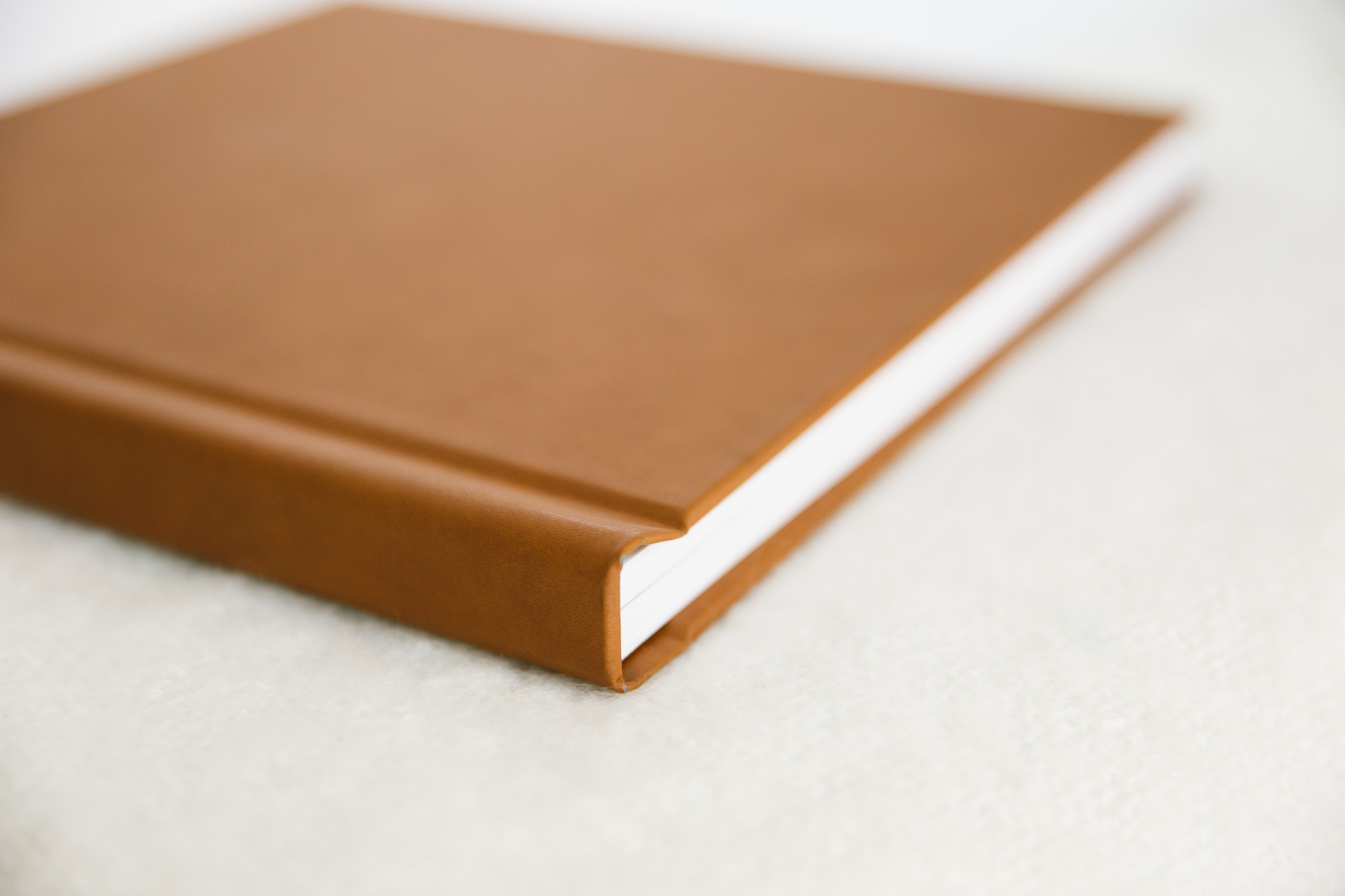 Album with Camel Vintage Leather Cover