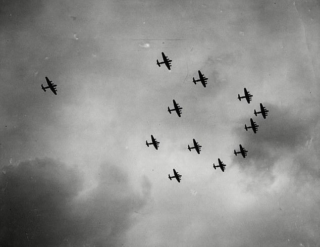 WW2 Bomber formation.jpg