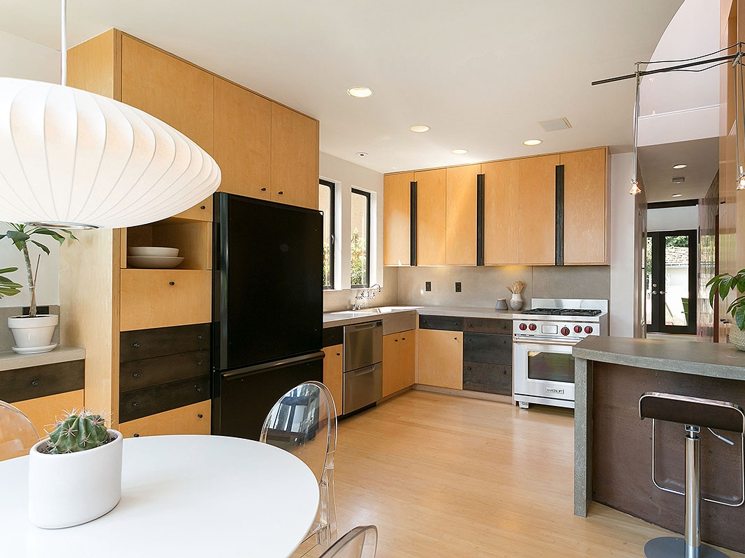 A BEAUTIFUL AND WELL-CONSIDERED KITCHEN