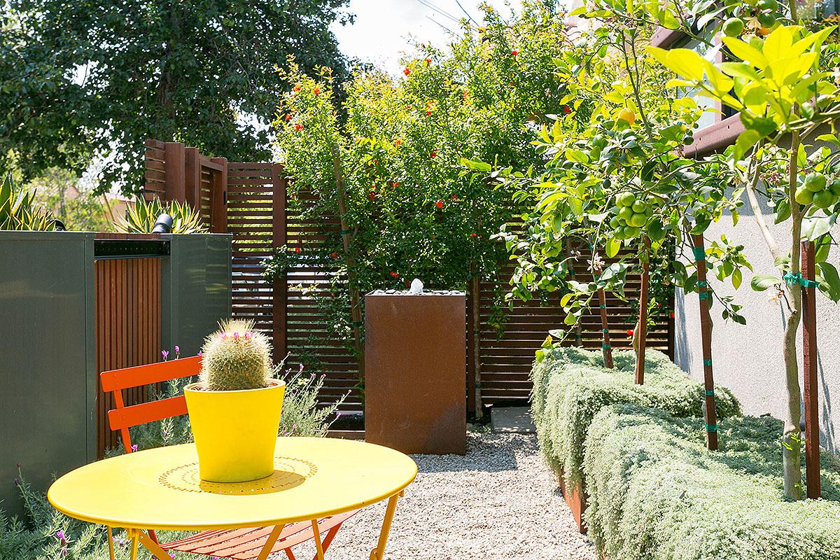 07 Front garden2.jpg