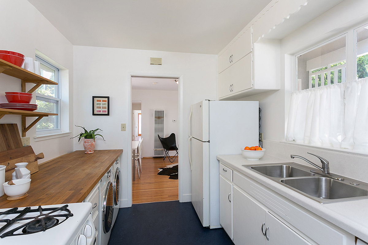 GALLEY KITCHEN, AIRY AND EFFICIENT