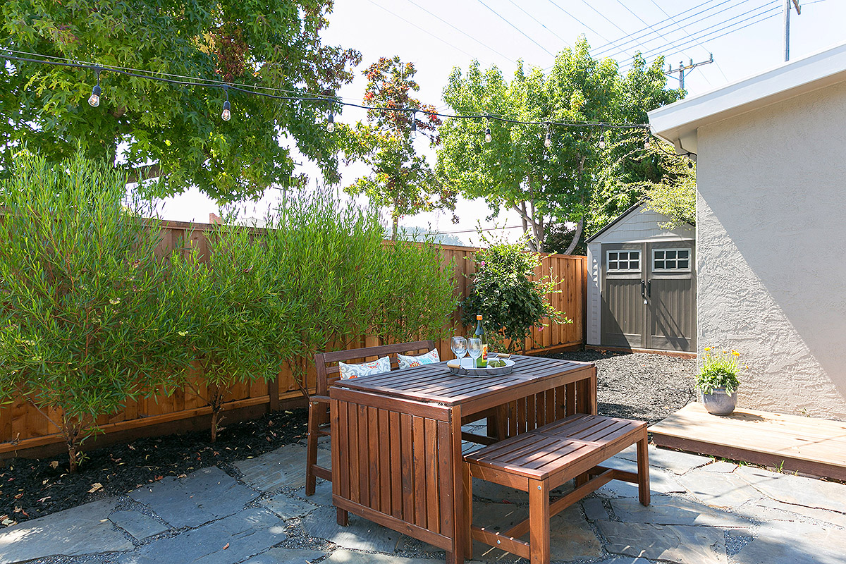 600 Everett_18 back yard2.jpg
