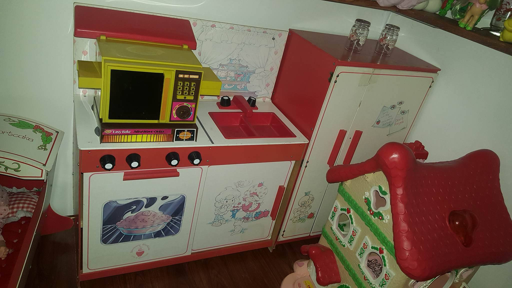 Strawberry Shortcake Kitchen with an Easy Bake Oven!