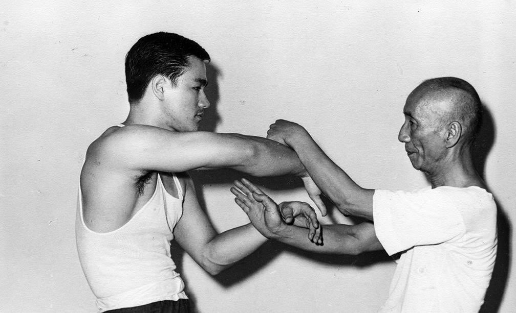 Bruce-with-Ip-man-bruce-lee-26727480-1008-613.jpg