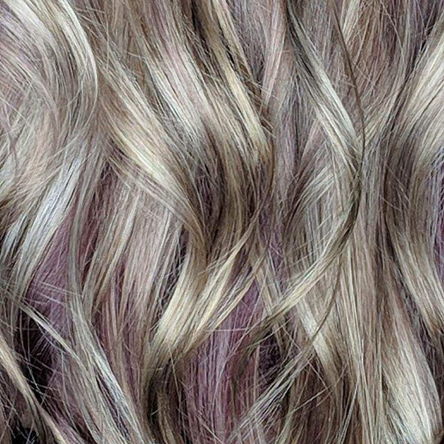 Happy Thursday!! 😍all you need is a little subtle color to make a statement 💜 • • #westendep #popofcolour #eptx #aveda #haircolor #avedacolor #westendhairco #itsallgoodep #avedahair #westendhaircompany #hair #915elpaso #subtlehighlights #hairlove #915hair #elpasotx