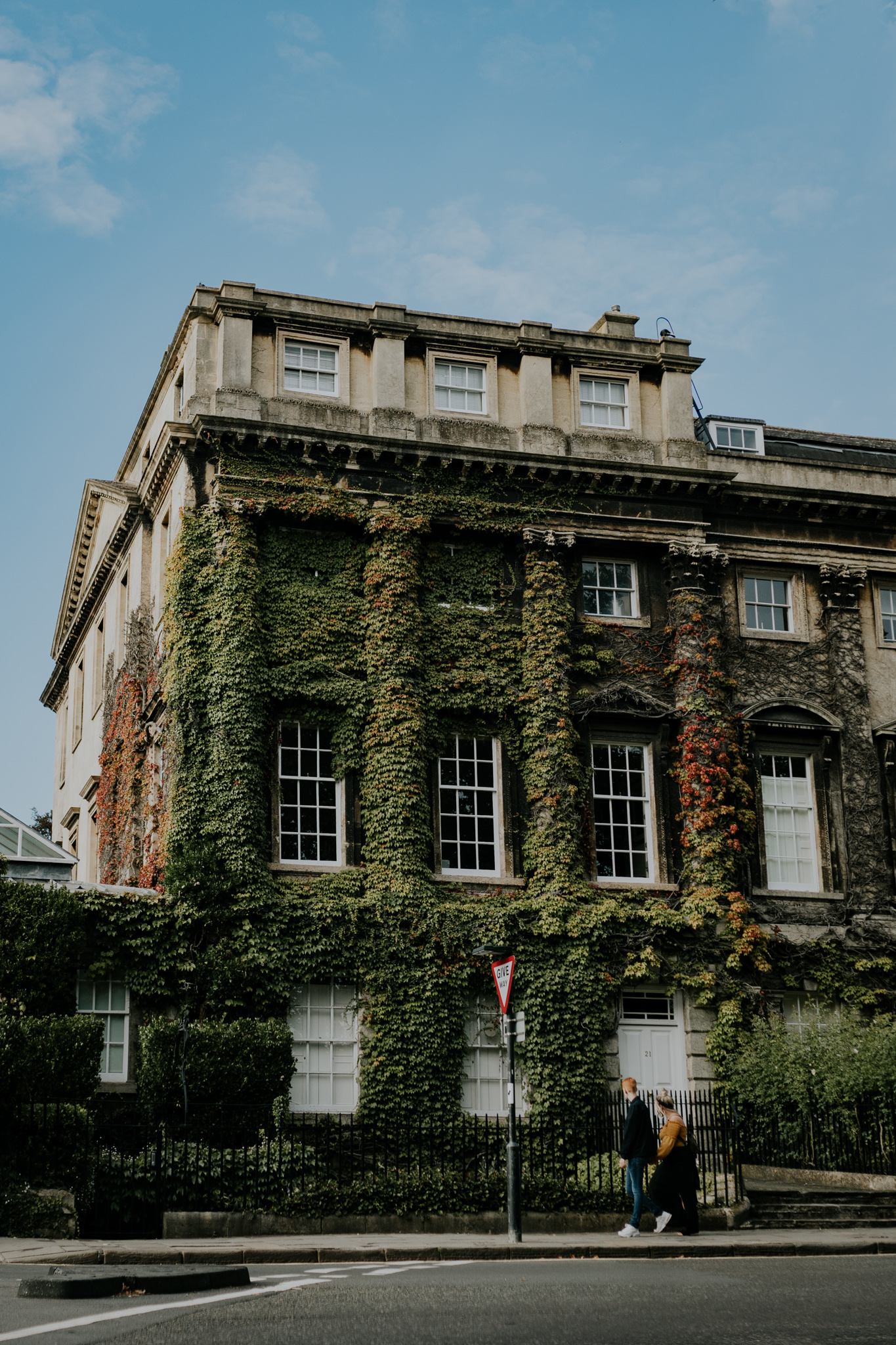 This old building in Bath was a phenomenal passing by. If only you could stop in the middle of the road, I would have more time to explore this charming house.