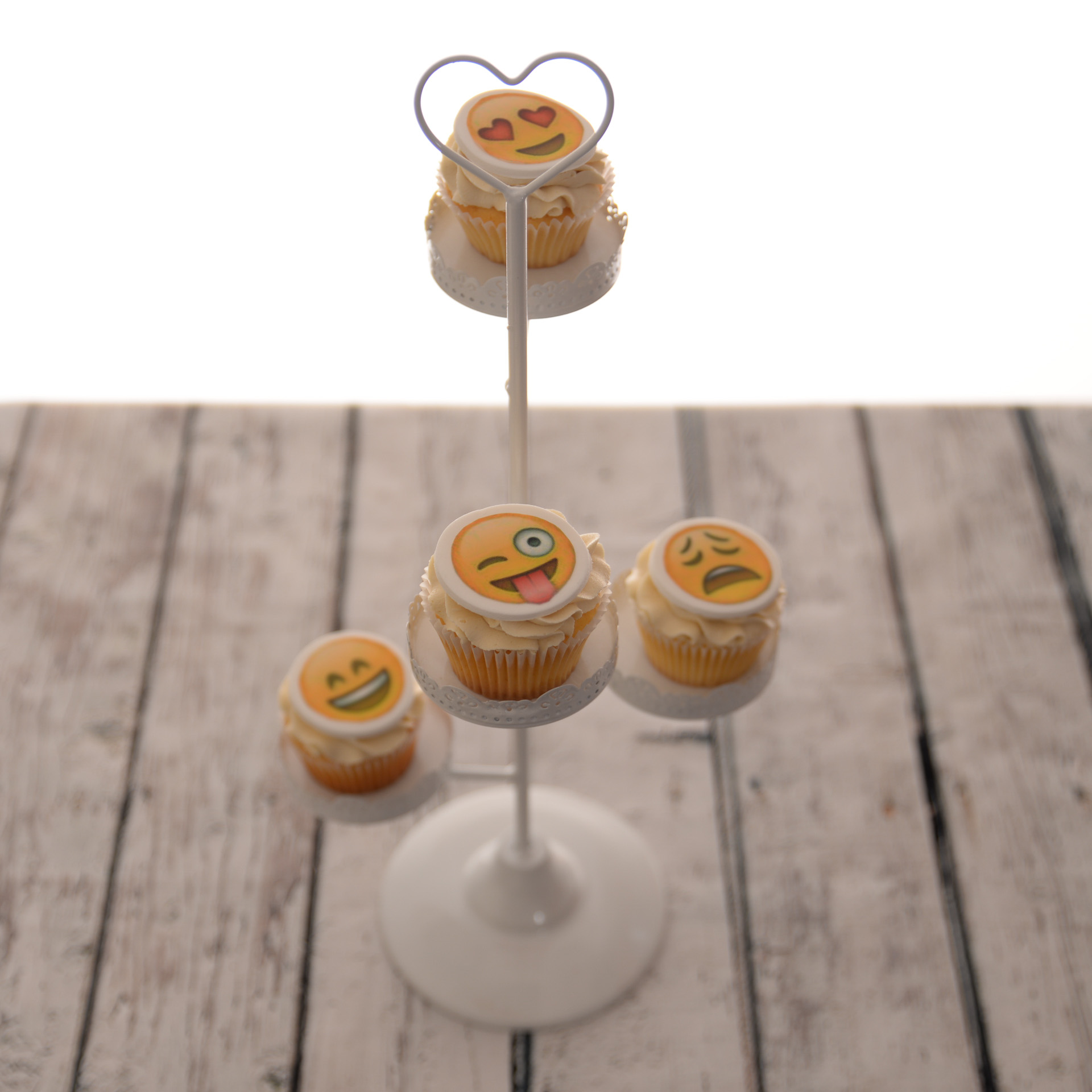 Emoticon-Cupcakes.jpg