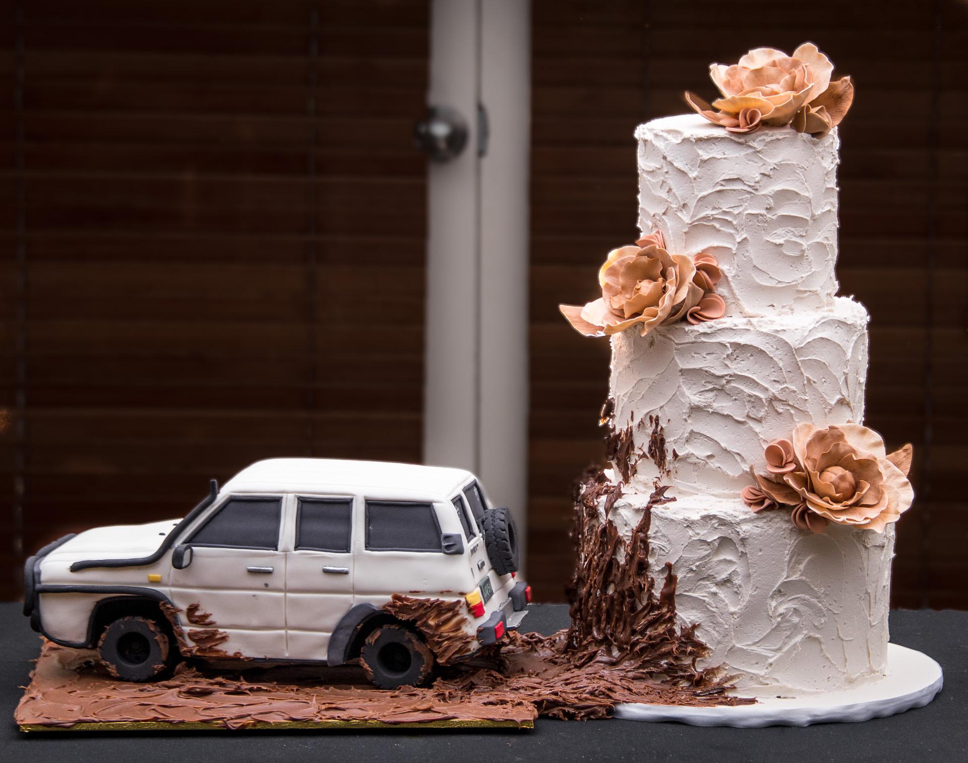 4WD-Mud-Splash-Butter-Cream-Wedding-Cake.jpg
