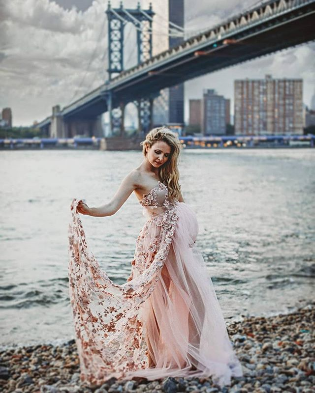 Such an honor to be a part of @anabrandt amazing and very professional organized bbb conference in New York. Thank you for having me❤️❤️ I took 50 lovely photographers for a photo walk around the Brooklyn bridge to take beautiful pictures... Love New York and the people😍😍 thus beautiful dress is from @anabrandt