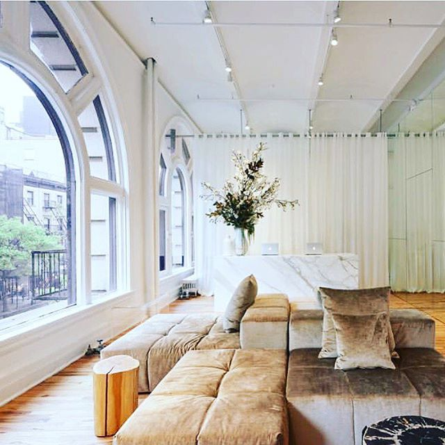 S P A C E  I've always dreamed of having a space like this dedicated to wellness. Yoga, circles, meditation, oils classes, tea ceremonies, spaciousness, relaxation. It's coming. I can feel it. Hold your dreams close.  And your visions closer. @humming_puppy New York  #wellness #yoga #inspo #dreams #essentialoils