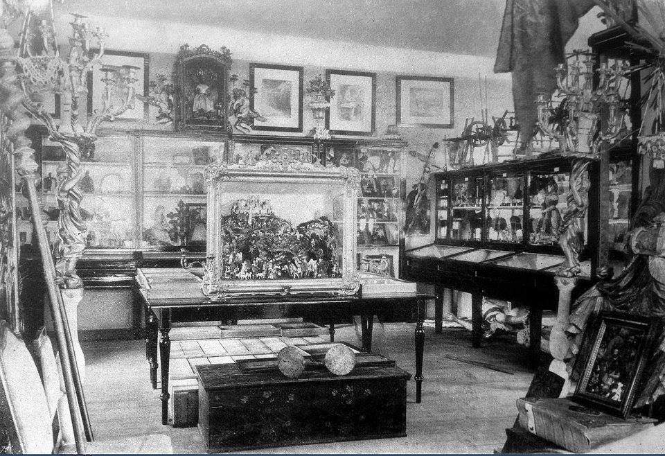 museum einst - Das Museum beherbergte Sammlungen auf volkskundlichem Gebiet, doch erwarb sich der Verein auch Verdienste durch seine Grabungen, unter anderem auf dem Rauheneckerberg, in der Königshöhle und in der Umgebung Badens. Unter der Fachbezeichnung
