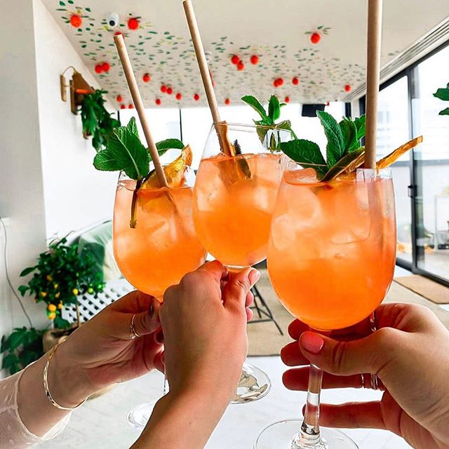 Spring sunshine = cocktails and sunset views. Thanks for all the beaut 📸 this weekend guys 😘 @emily_hunt_  @maiannas @gemma.argent