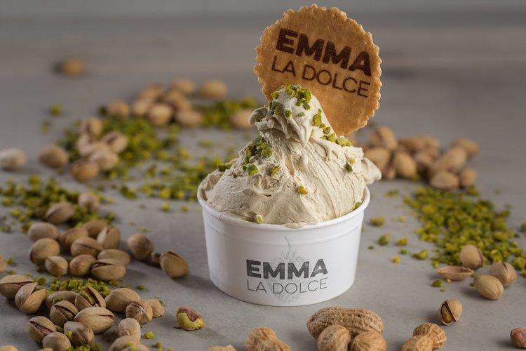 Ingrediente naturale și baza proaspăt făcută pentru înghețata noastră de fistic
