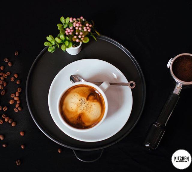 Gute Nachrichten für die Kaffee-Liebhaber unter uns: ab morgen steigen wir zu Bio-Kaffee um!😍 Außerdem verwenden wir für unseren Cappuccino, Latte und Espresso Macchiato ausschließlich laktosefreie Bio-Milch! Alle Kaffeespezialitäten aus unserer neuen Bio-Speisekarte werden somit in Bio-Qualität erhältlich sein💚  #whoisinthekitchen#esslingen#esslingenamneckar#böblingen#flugfeld#sindelfingen#0711#stuttgart#stuttgartvegan#essen#gesund