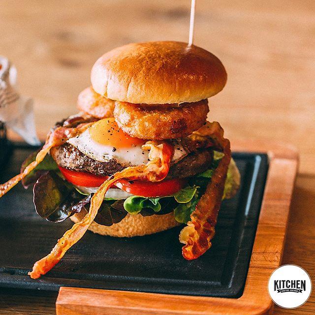 100% dry aged beef (oder für Veganer: Beyond Meat), 100% marktfrischer Bio Salat & 100% frisch gebackene Buns sind die besten Voraussetzungen für den perfekten Burger!🍔 PS: Sehr bald auch in Böblingen❤️ #whoisinthekitchen#esslingen#esslingenamneckar#böblingen#0711#stuttgart#kirchheim#sindelfingen#ludwigsburg#stuttgartvegan#foodie