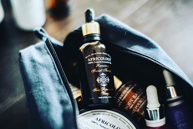 💫What's in my bag? This little serum right here is A M A Z I N G. A couple of drops of this with your moisturiser will make your skin feel hydrated and firm whilst boosting the elasticity of the skin. Perfect for that G L O W 💫 visit my blog, link in bio to get 15% off all Africology Products using code:EMMA01. Be silly not to. 🤷♀️ . . . . . #emmabeauty #beauty #london #skincare #africology #skincareroutine #greenbeauty #serum #facial #unwind #relax #wellbeing #renewal #facial #therapy #natural #pure #bag #essentials #blog