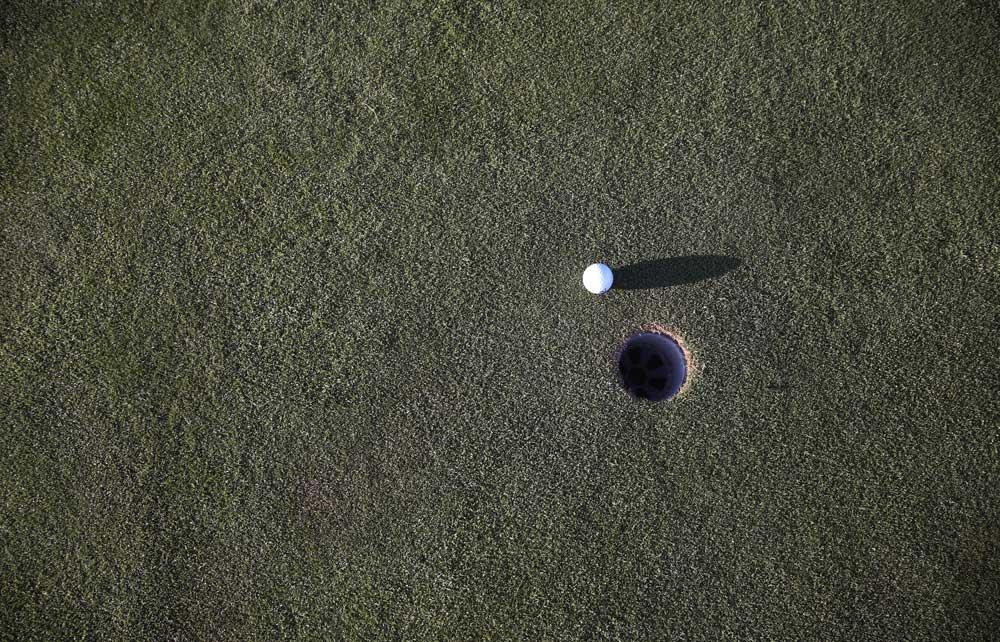 ball-golf-golf-ball-97768.jpg