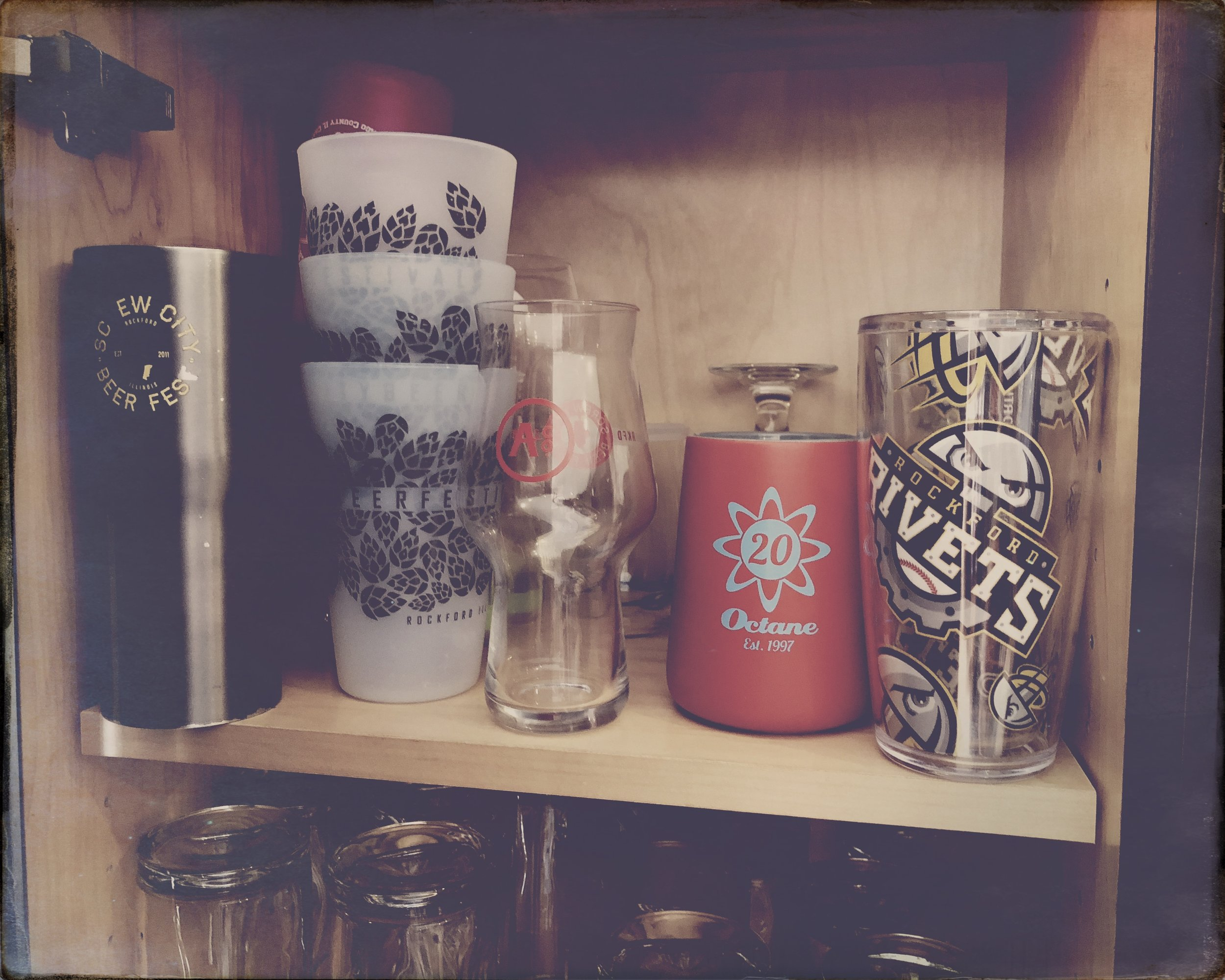 Drinkware: from the tumbler craze to the coffee cup, craft beer glass or the amazing silicone cup…. just to show a few…