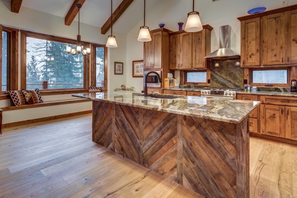 2.jpgLegacy Construction _ Sandpoint, Idaho _ Kitchen Island