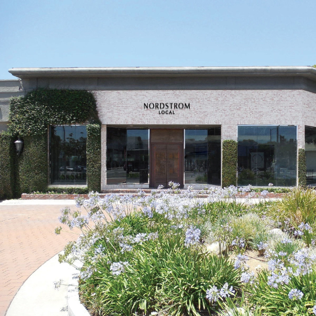 NORDSTROM'S NEW CONCEPT: A STORE THAT DOESN'T STOCK CLOTHES - It sounds like a bit of a head-scratcher: Department store giant Nordstrom says its new concept store won't actually have any clothing in stock.(via NPR)