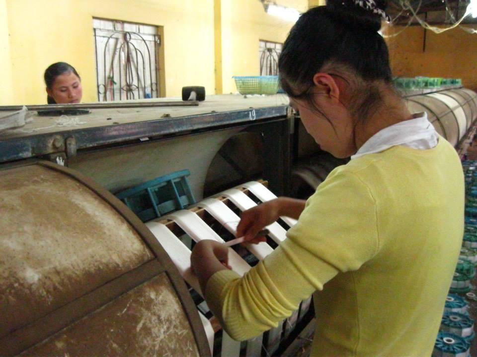 silk making step 3 - weave silk threads into silk fabric