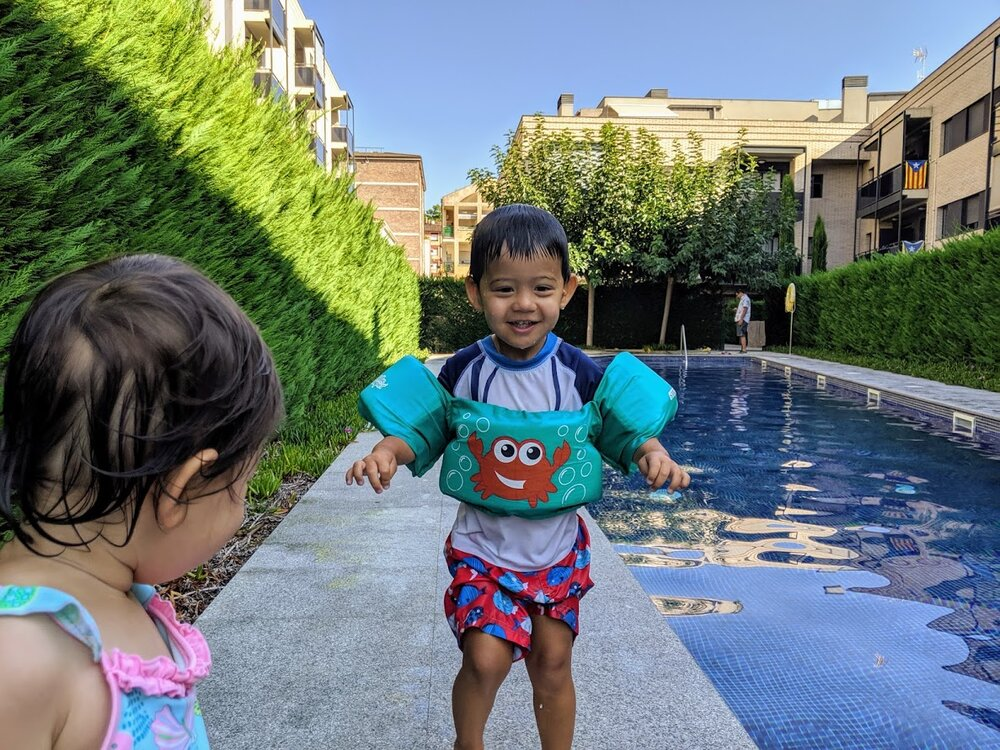 A quick dip in the pool while waiting for the cousins to arrive.