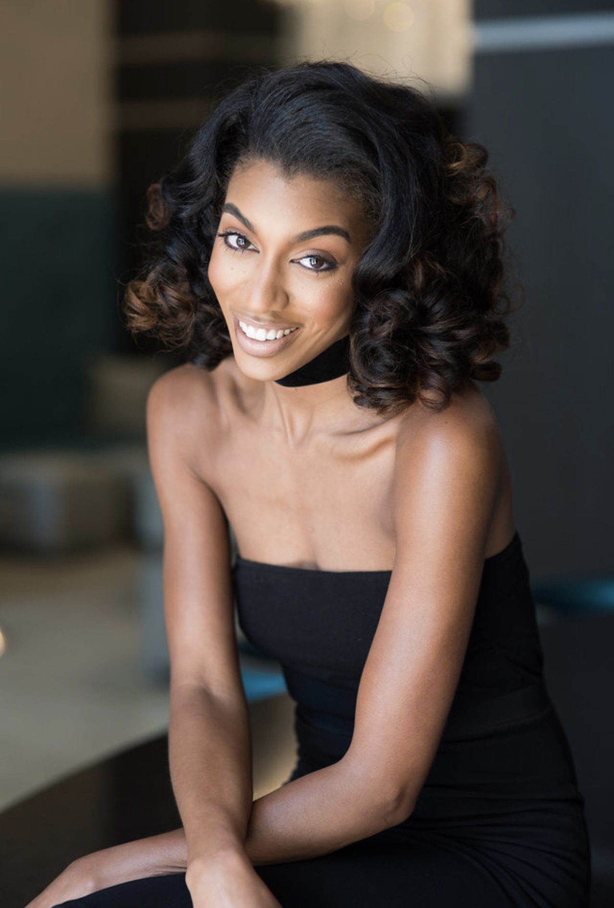 Make Up: @glam_qui  Hair: @cestchicconcepts  Photographer: @ashleighbing