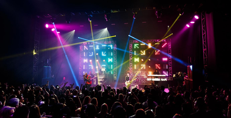 LIVE MUSIC -