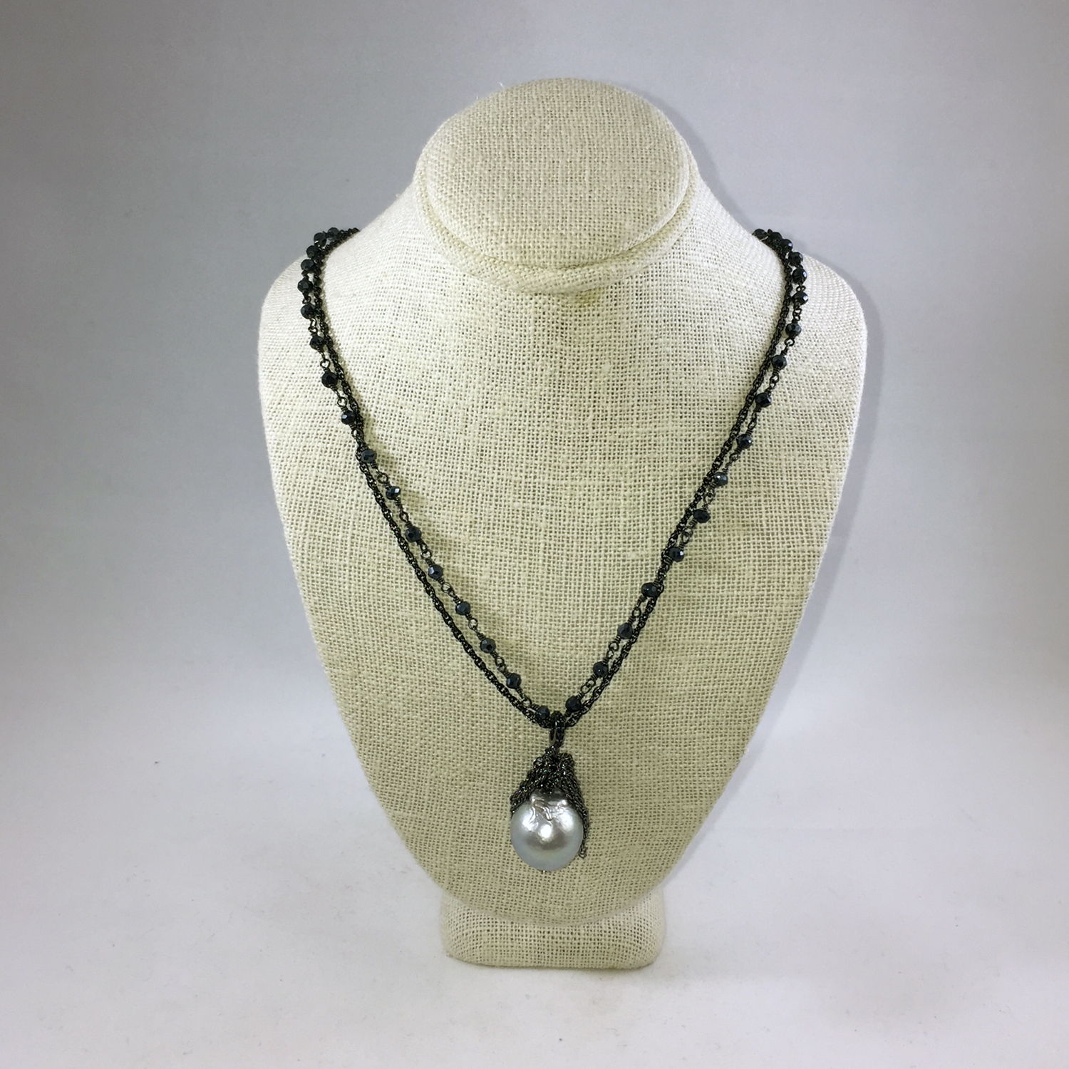 takshe Black necklace.jpg