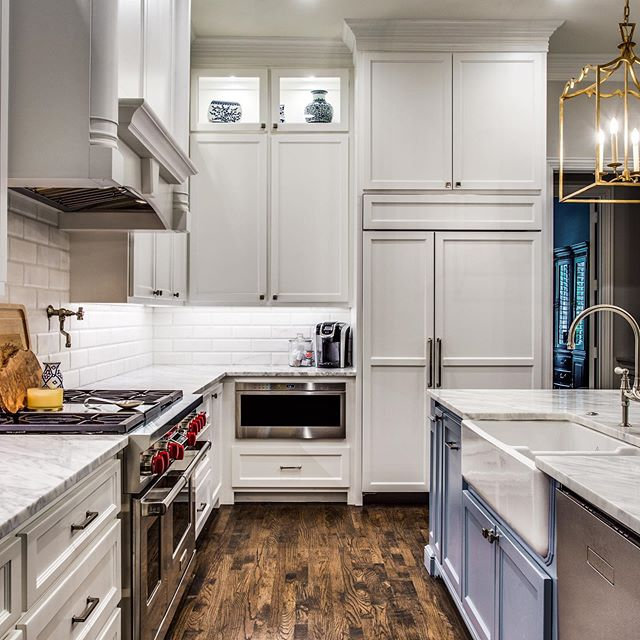 Need a little cooking motivation this Monday night as your prepping dinner? Love these appliances for cooking and the counter top space for food preparation!
