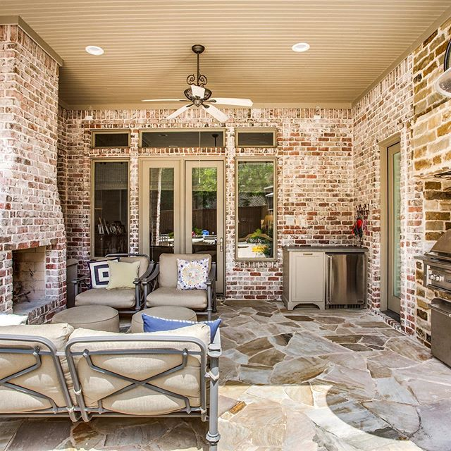 Currently wishing it was cool enough to cook outside!! Swipe to see photos of some of our outdoor living projects!! #montgomerycontracting #outdoorlivingspace #richardsontx #dallas #plano