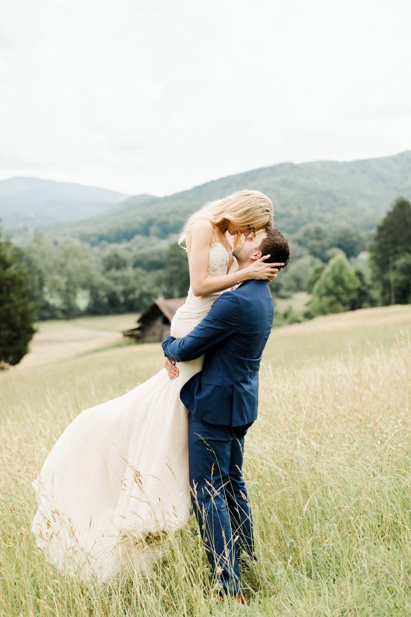 kari in blue ridge wedding in the grass in her ines di santo wedding dress