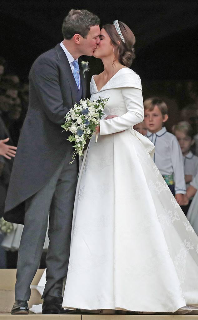 Princess eugenie wedding dress celebrity weddings 2018