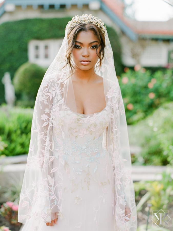 garden wedding sydonie mansion cathedral veil ines di santo bride